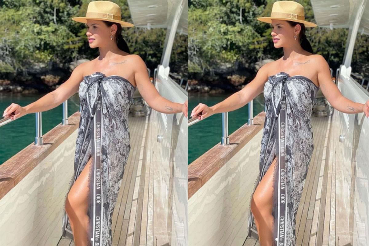 Andressa Suita exibiu um look estiloso em passeio de barco, além de mostrar os pernões em um fotão postado na rede social