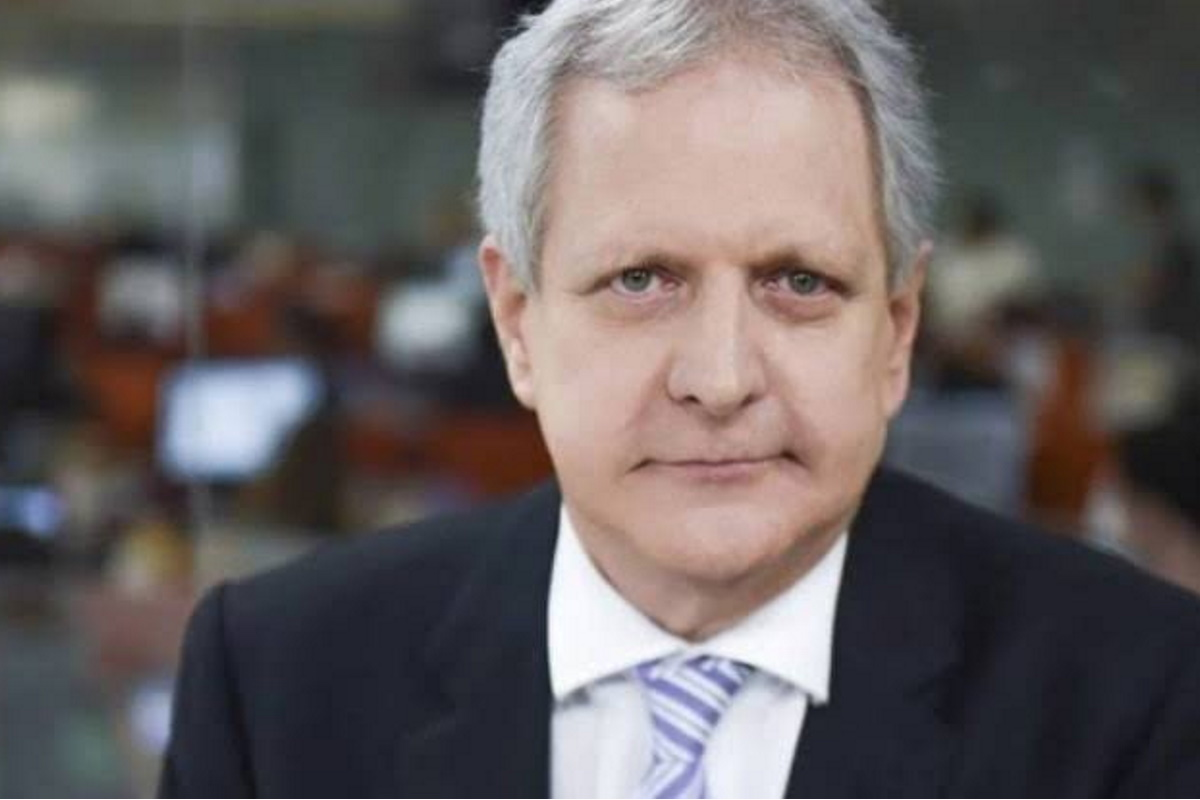 Augusto Nunes de terno