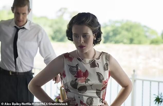 Claire Foy vivendo a Rainha Elizabeth II