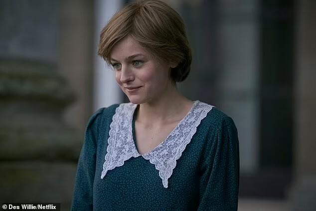 Emma Corrin, como Princesa Diana na quarta temporada da série The Crown