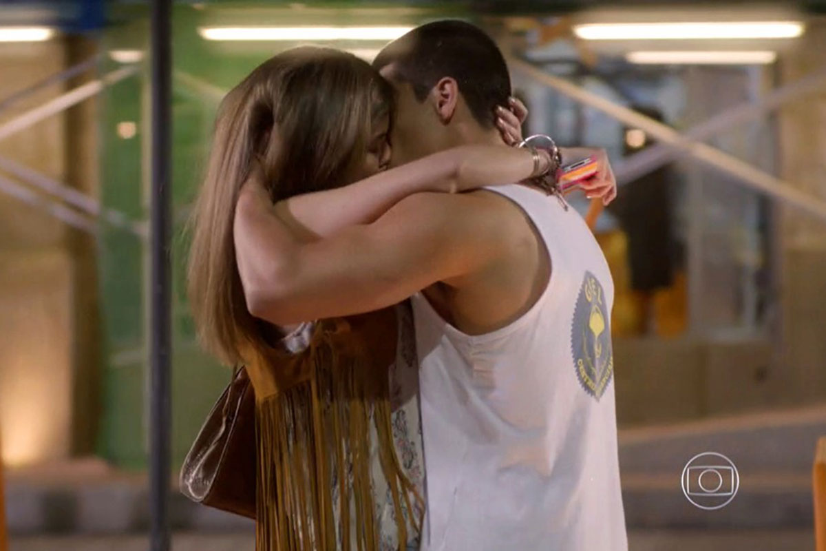 Bianca e Duca trocam beijão em Malhação Sonhos