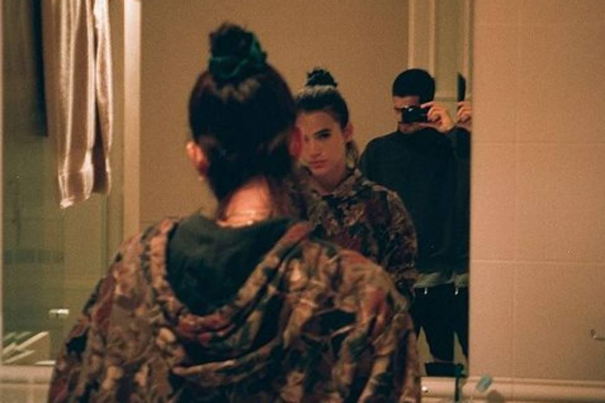 bruna marquezine e enzo celulari em foto no espelho