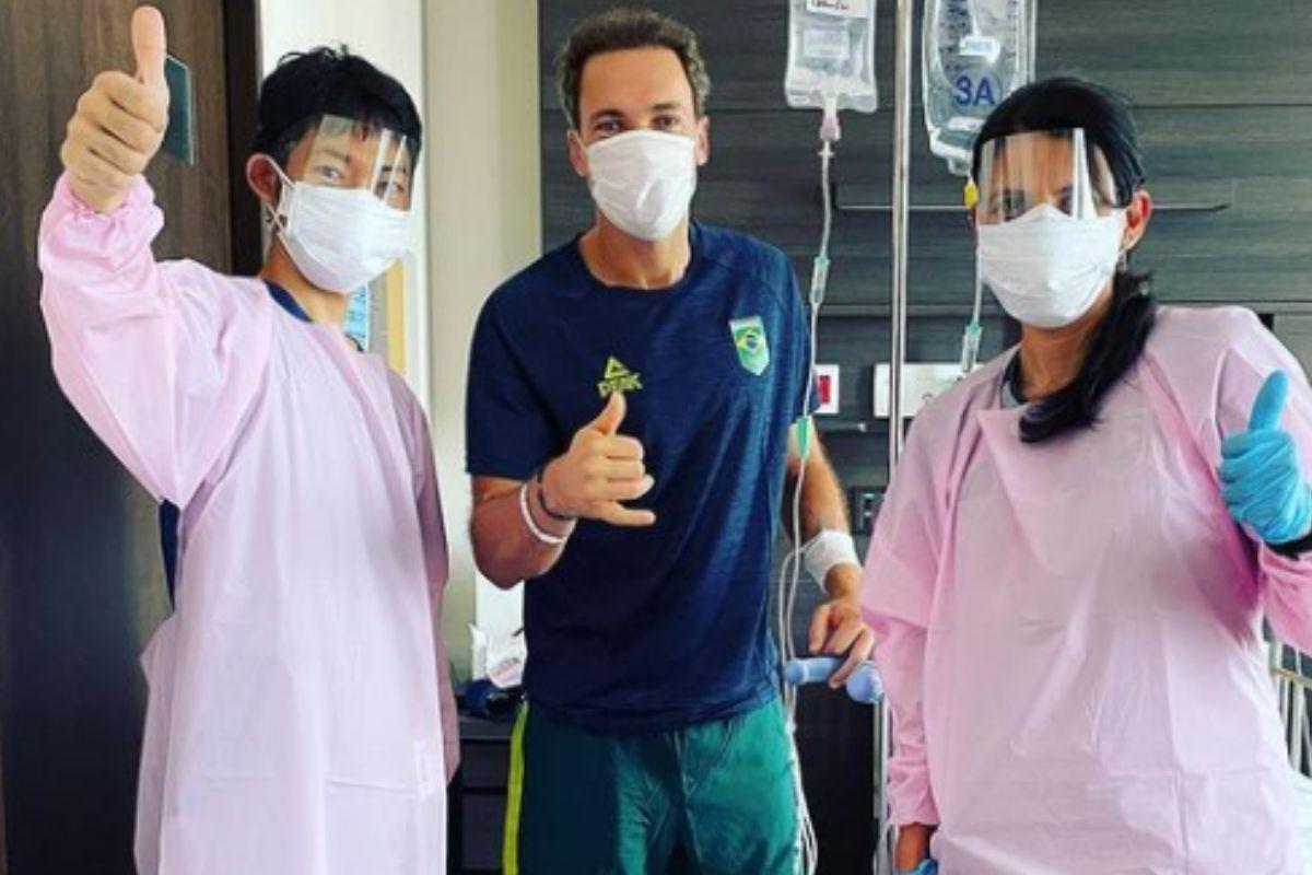 Bruno Soares com médicos do hospital
