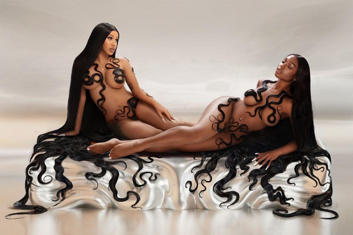 Cardi B e Normani em capa de single, nuas, somente com os cabelos cobrindo partes dos corpos