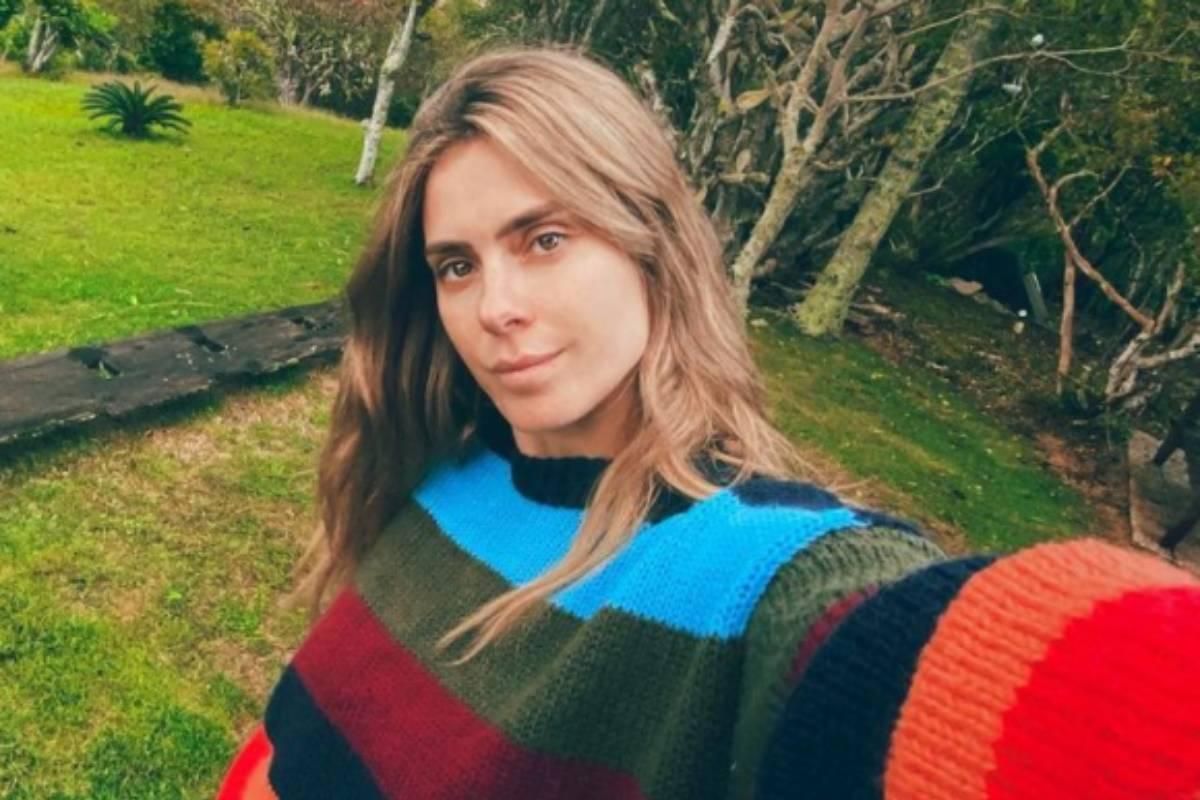 carolina-dieckmann-com-casaco-tricot-colorido