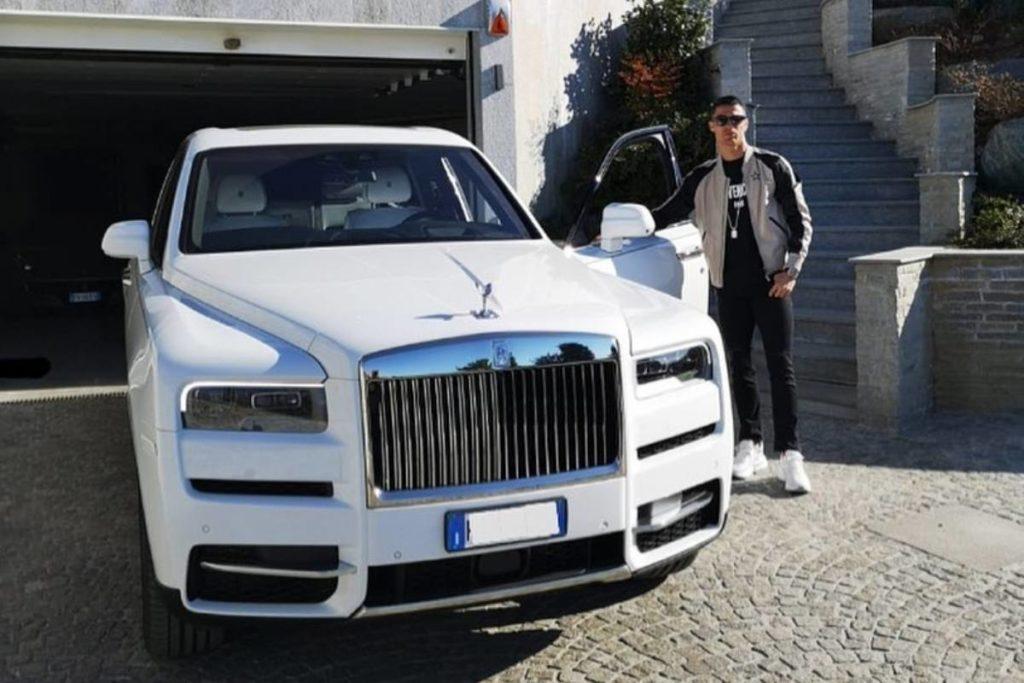 Cristiano Ronaldo mostra sua coleção de carros