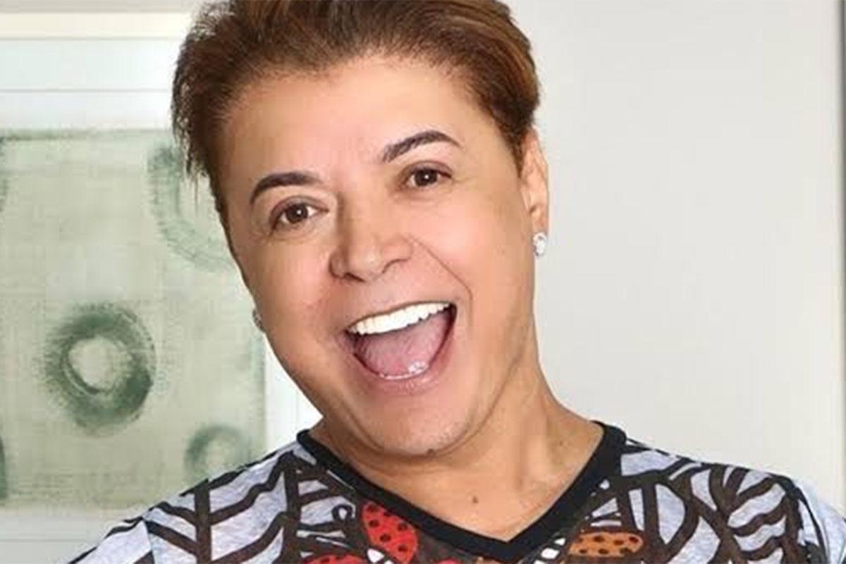 David Brazil sorridente em foto
