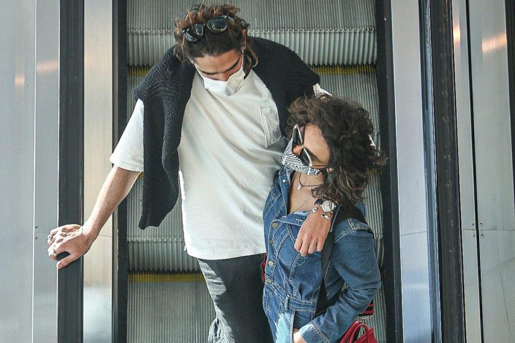 Débora Nascimento curtiu passeio no shopping com o namorado Marlon Teixeira