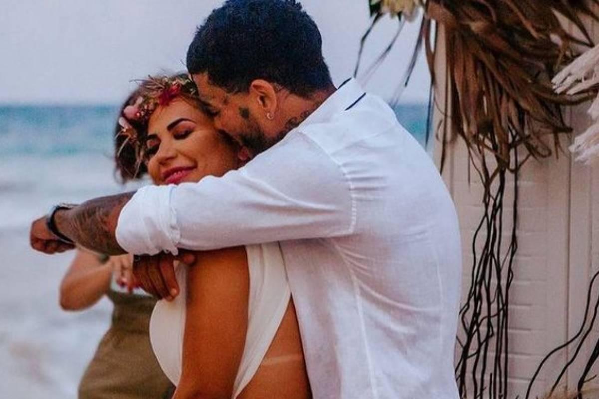 deolane bezerra e mc kevin abraçados durante casamento em cancun
