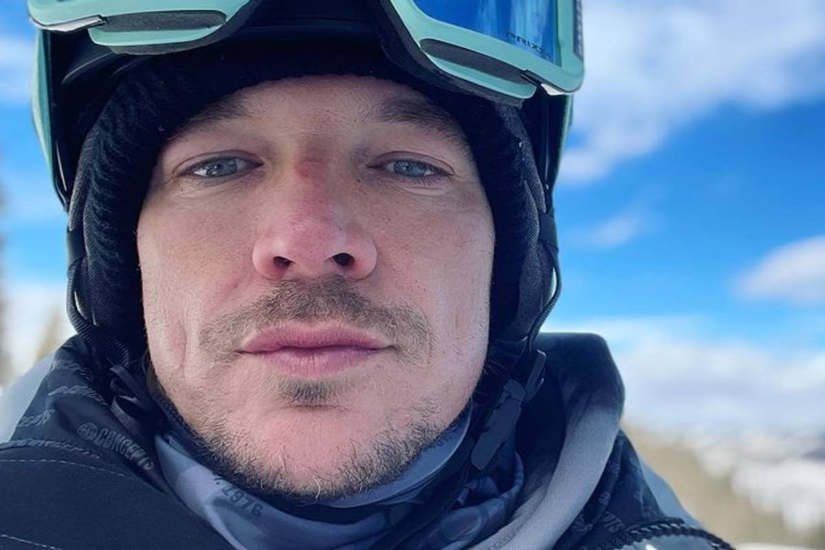 diplo em selfie esquiando