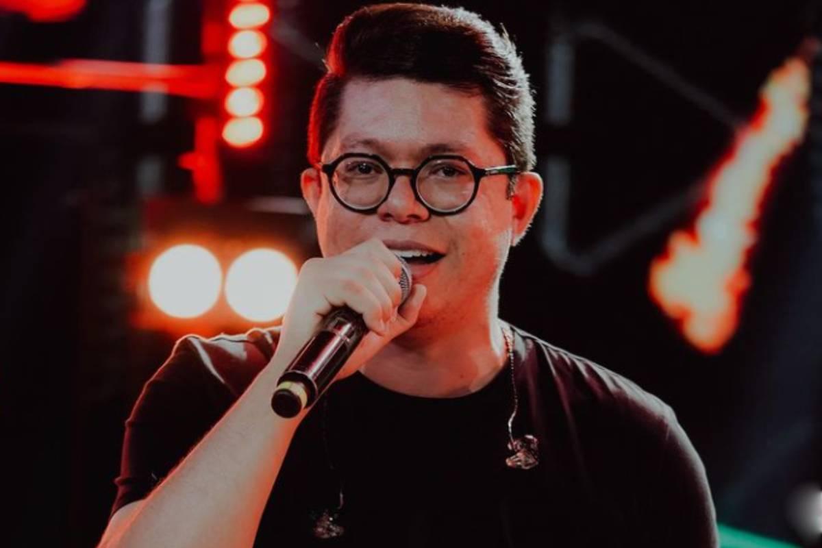 dj-ivis-cantando