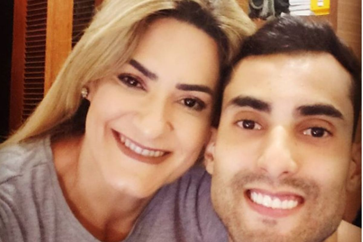 Mãe de Douglas Souza em foto o filho