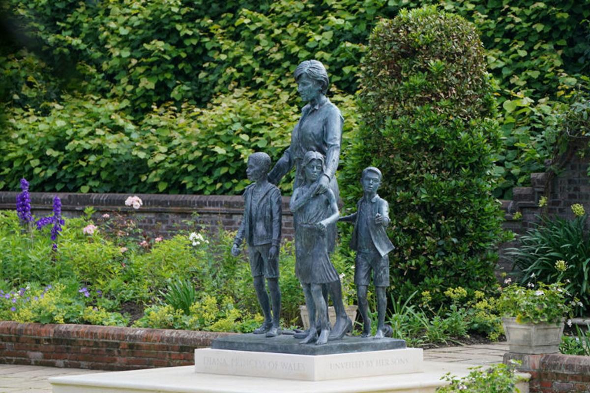 estatua em homenagem a lady diana