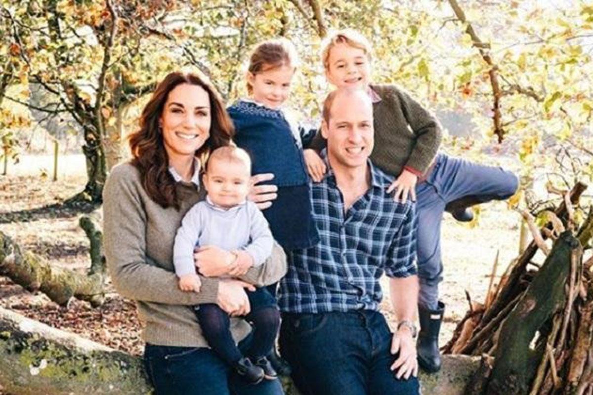 Kate Middleton e Príncipe William com os filhos George, Charlotte e Louis