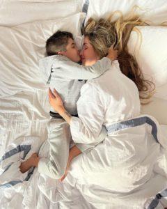 Aline Gotschalg e o filho Lucca