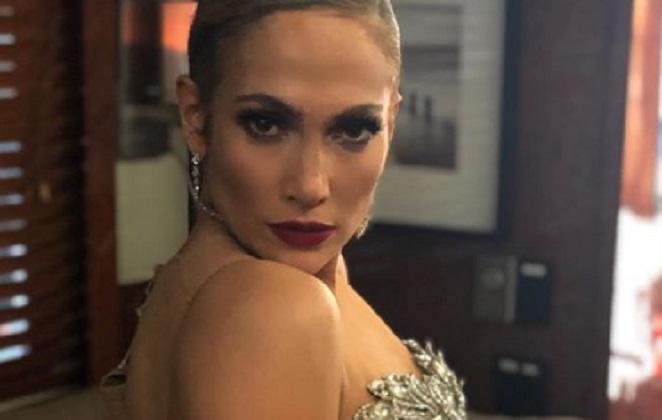 Jennifer Lopez de roupa sensual