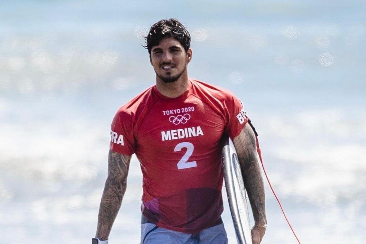 Gabriel Medina na competição de surfe nas Olimpíadas