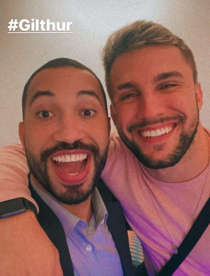 Gil do Vigor e Arthur Picoli quase se beijaram durante reencontro