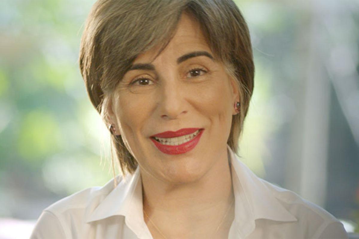 Gloria Pires usa batom vermelho
