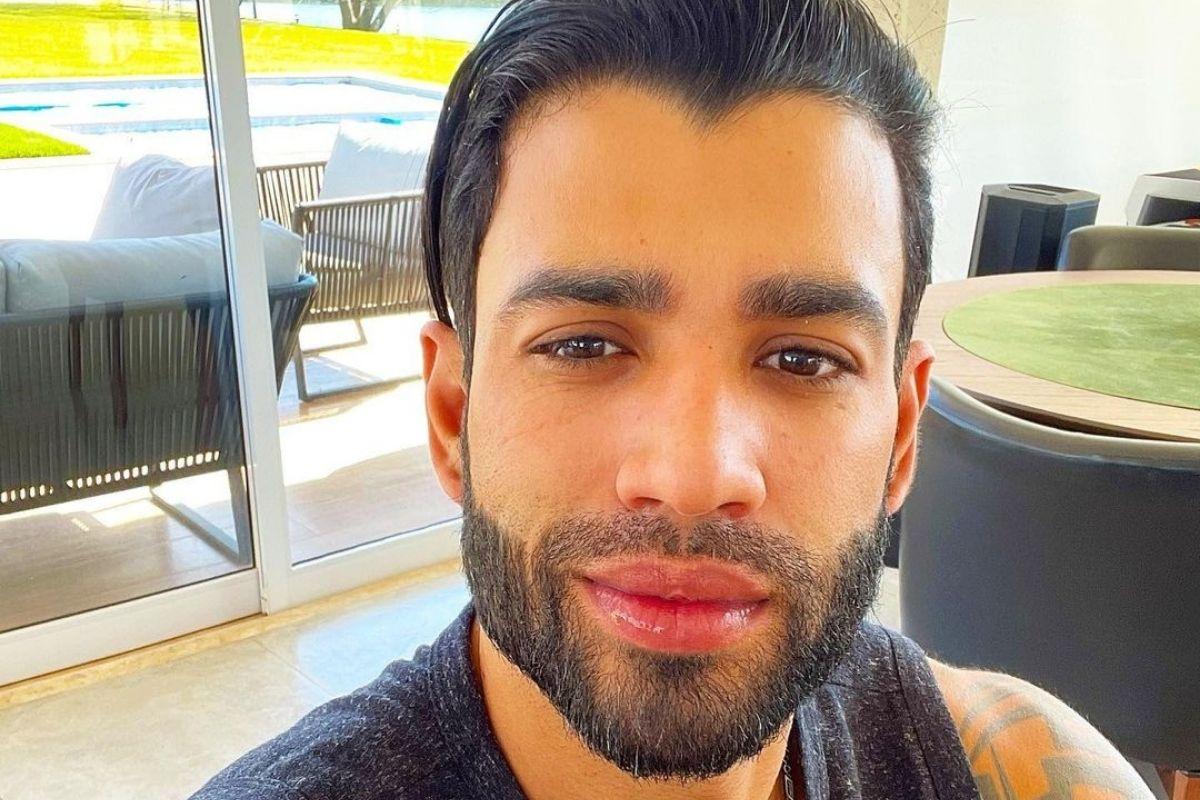 Gusttavo Lima em selfie com novo visual