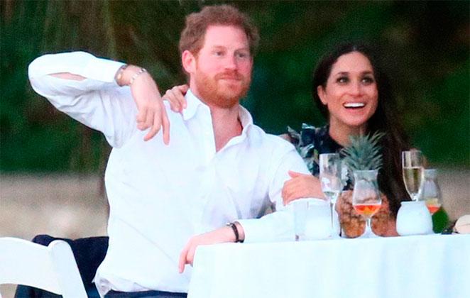 Principe Harry e Meghan Markle sentados