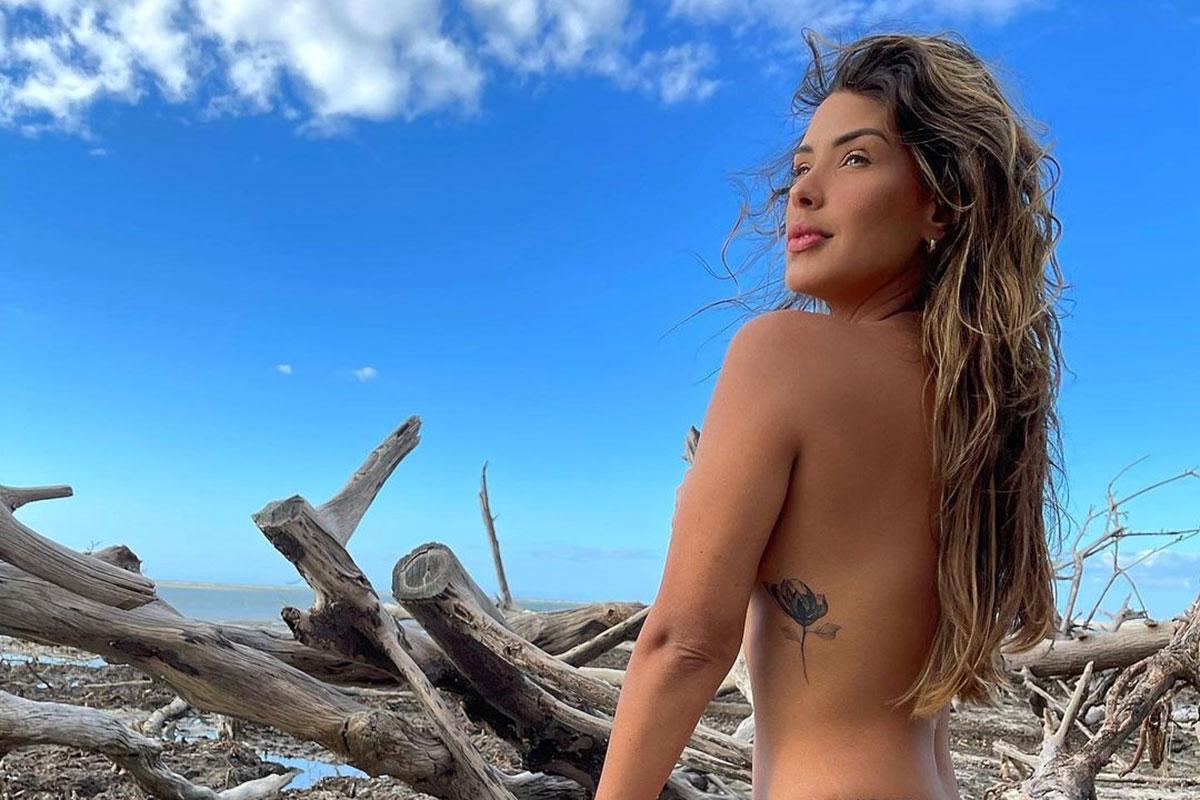 Ivy Moraes fazendo topless