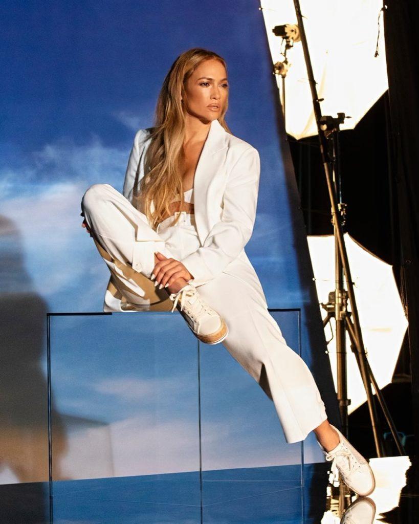 Jennifer Lopez posando para fotos