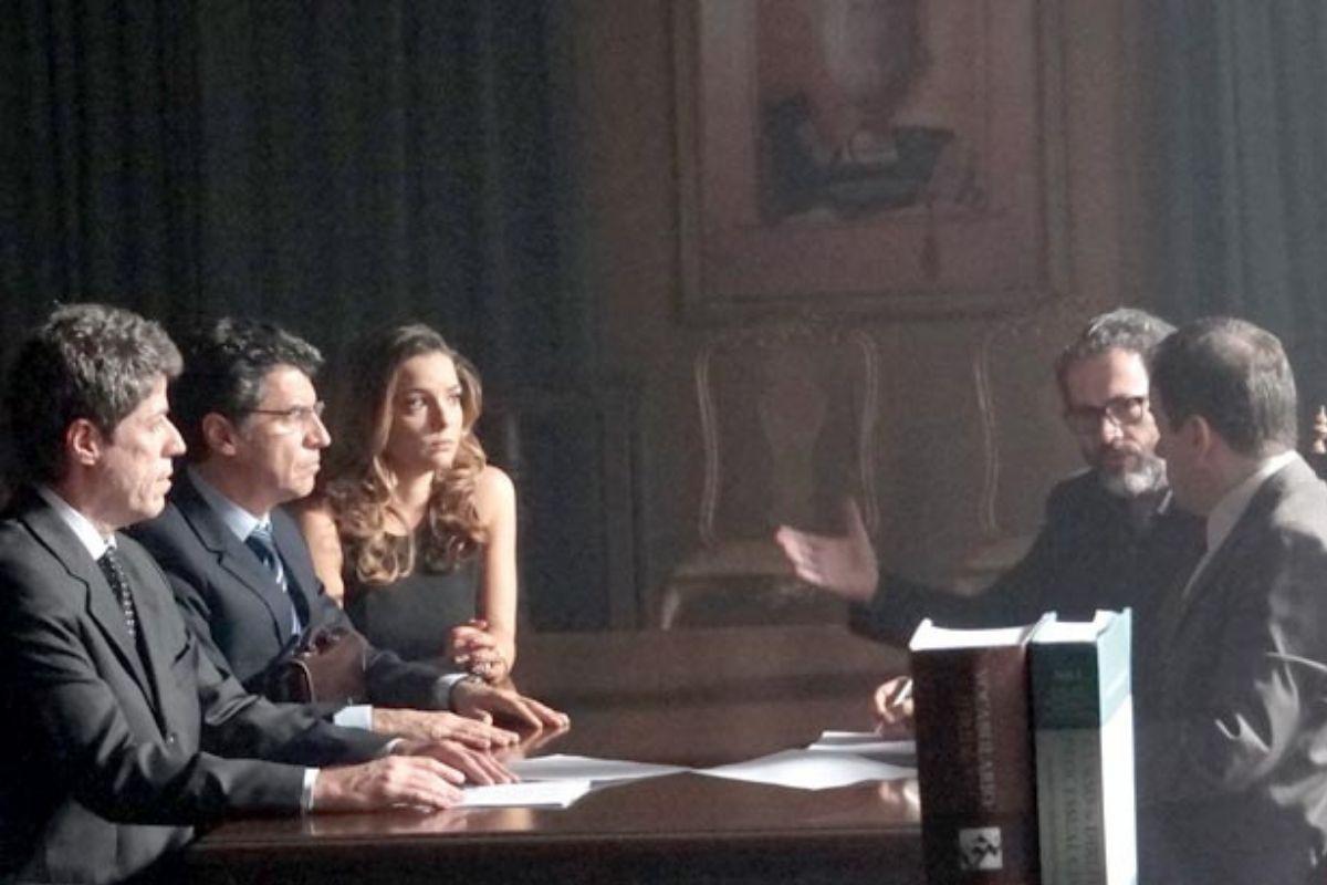 Foto de Jonas, Cris e Lourenço em tribunal
