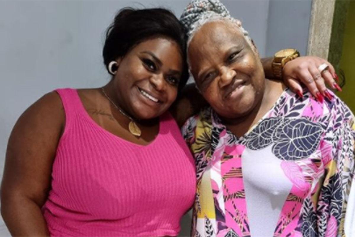 Jojo Todynho abraça a avó Rita Menezes