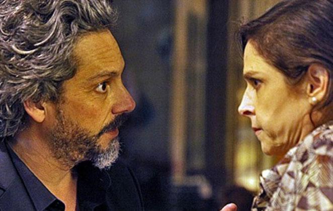 José Alfredo faz Cora revelar onde escondeu seu diamante