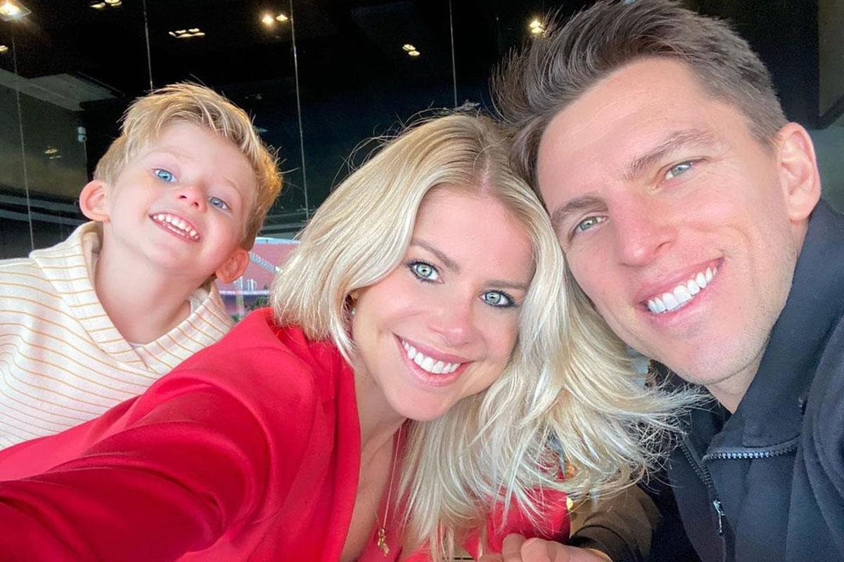 Karina Bacchi ao lado do marido Amaury Nunes e do filho Enrico