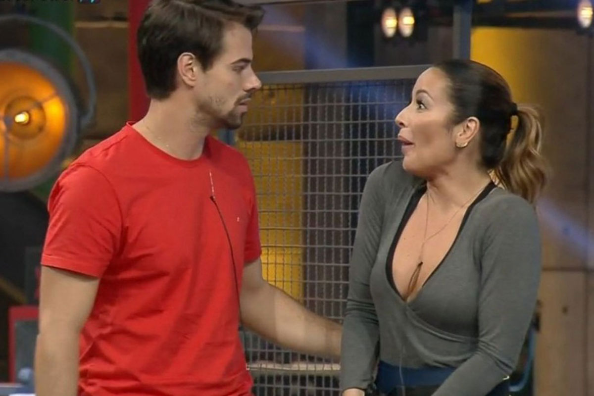 Leandro Gléria e Renata Dominguez discutem no Power Couple