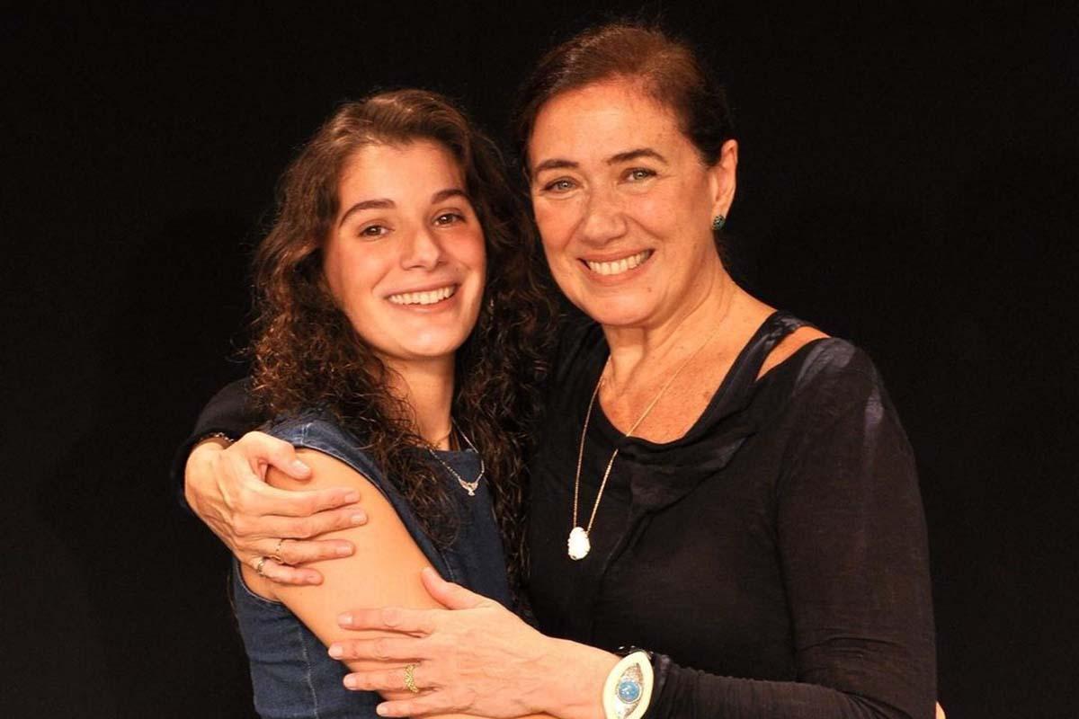 Lília Cabral ao lado da filha Giulia