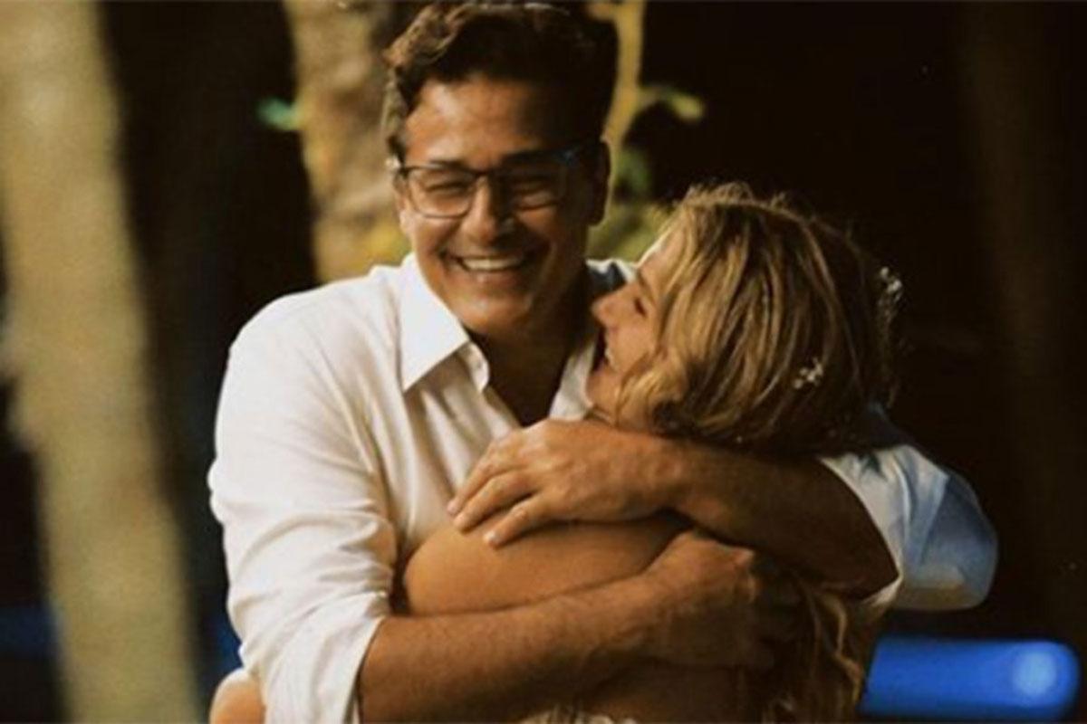 Luciano Szafir abraçando Sasha Meneghel