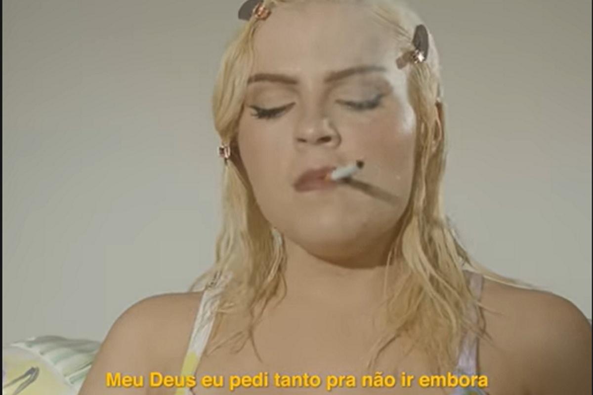 Luisa Sonza em clipe de Penhasco