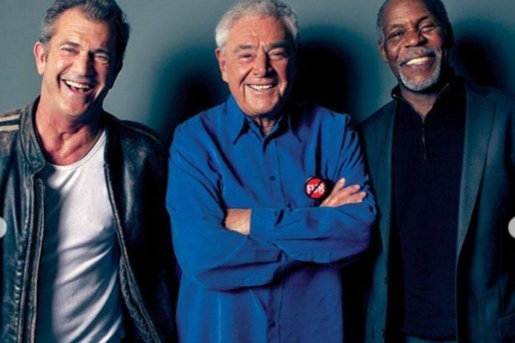 Mel Gibson, Richard Donner e Danny Glover sorrindo