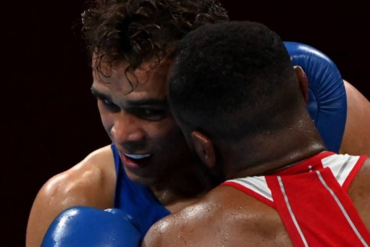 mordida-de-Youness-Baalla-em-david-nyika-olimpiadas-box