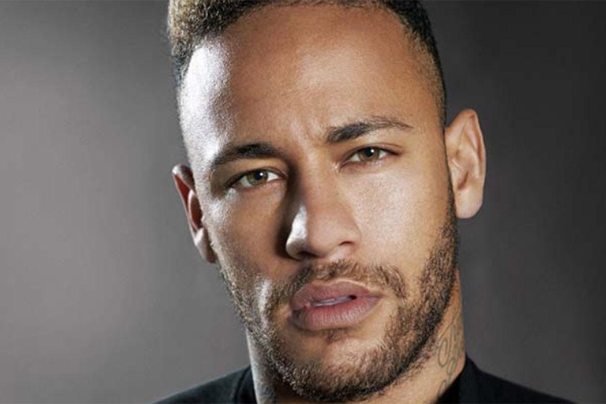 Neymar faz cara de sexy