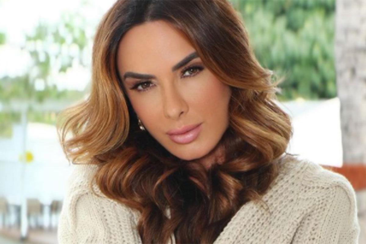 Nicole Bahls com cara sensual