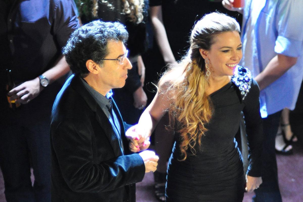 Paulo Betti e Regiane Alves em cena de A Vida da Gente