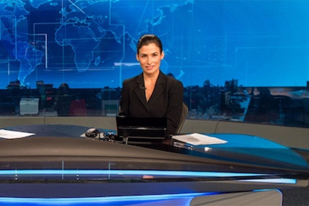 Renata Vasconcellos na bancada do Jornal Nacional