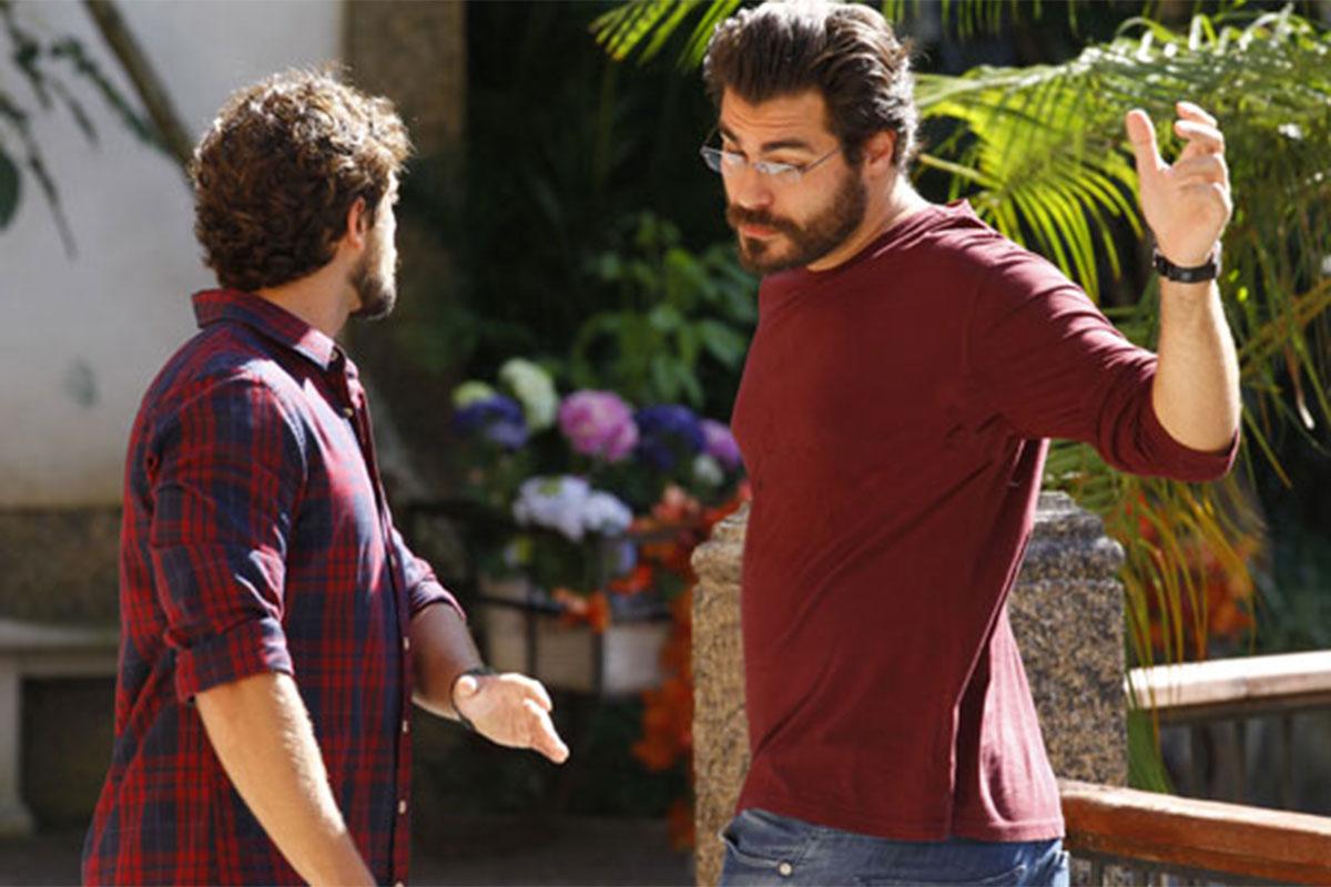 Lúcio e Rodrigo usam camisa vermelha