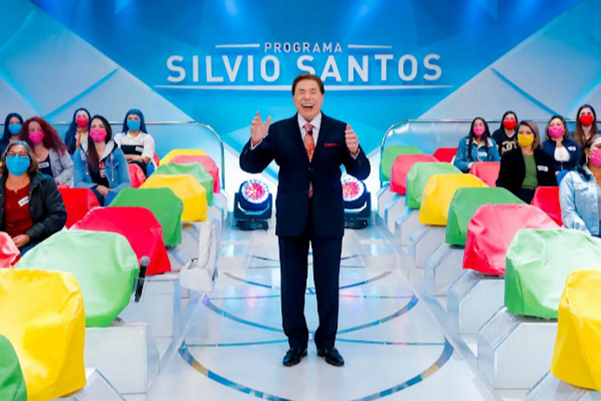 Silvio Santos em estudio com auditorio