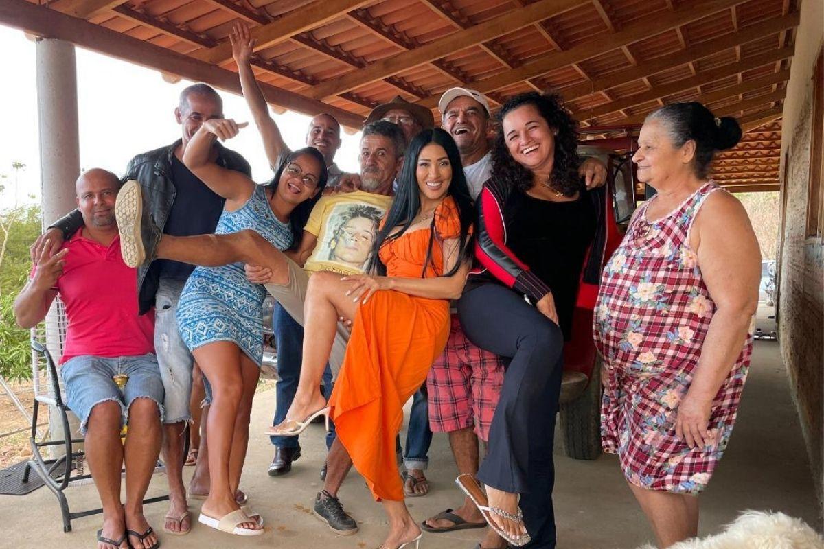 Simaria Mendes com a família na Bahia