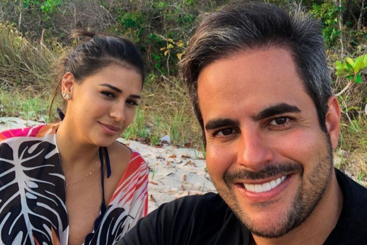 Retrato de Kaká Diniz e Simone Mendes em selfie