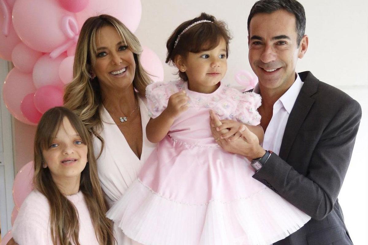 Ticiane Pinheiro com o marido César Tralli e as filhas Rafaella e Manuella
