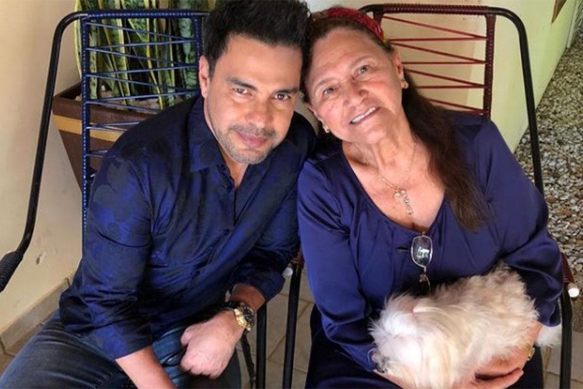 Zezé Di Camargo ao lado da mãe Helena
