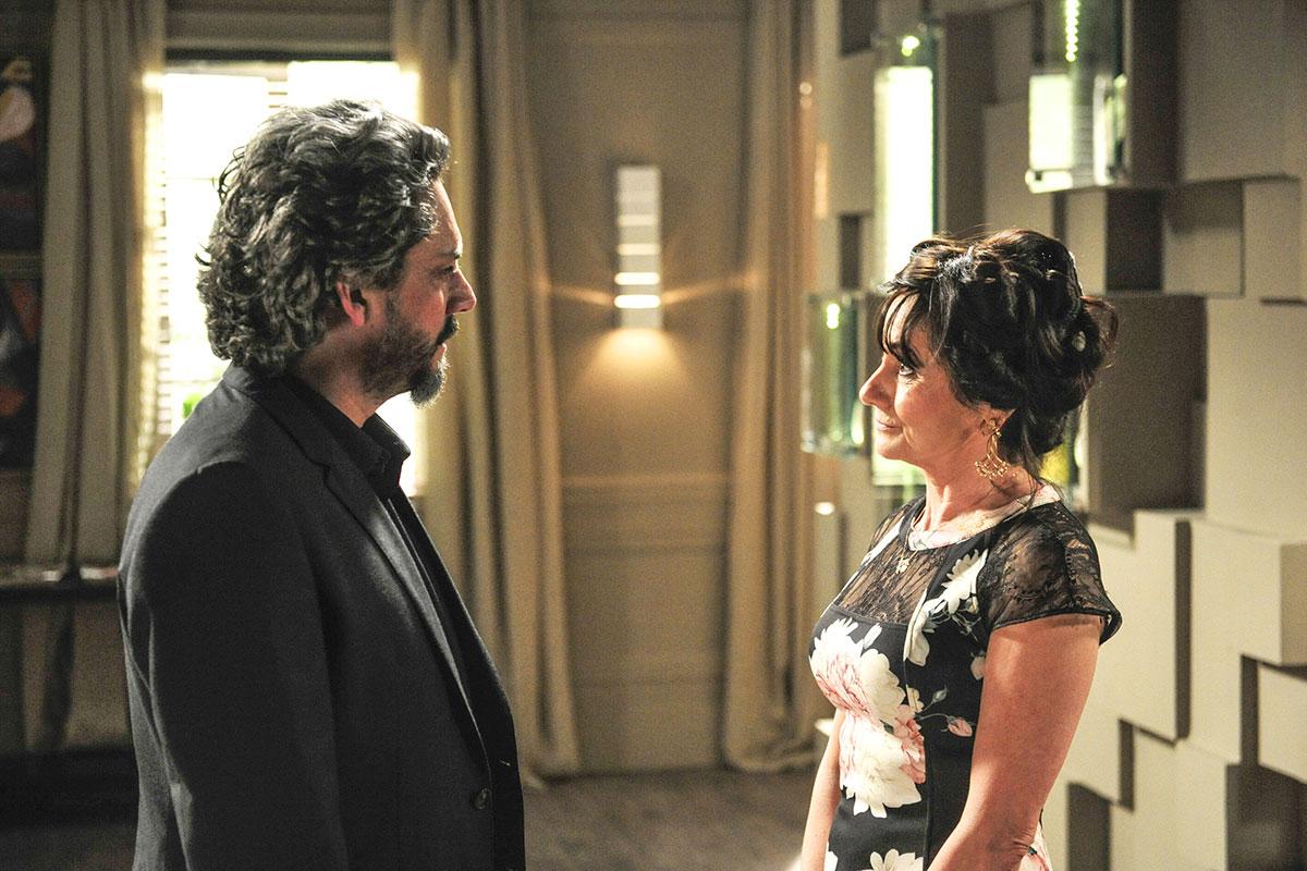 Alexandre Nero e Zezé Polessa em cena de Império