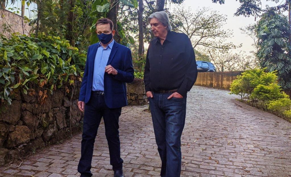 Sérgio Reis e Cabrini conversando
