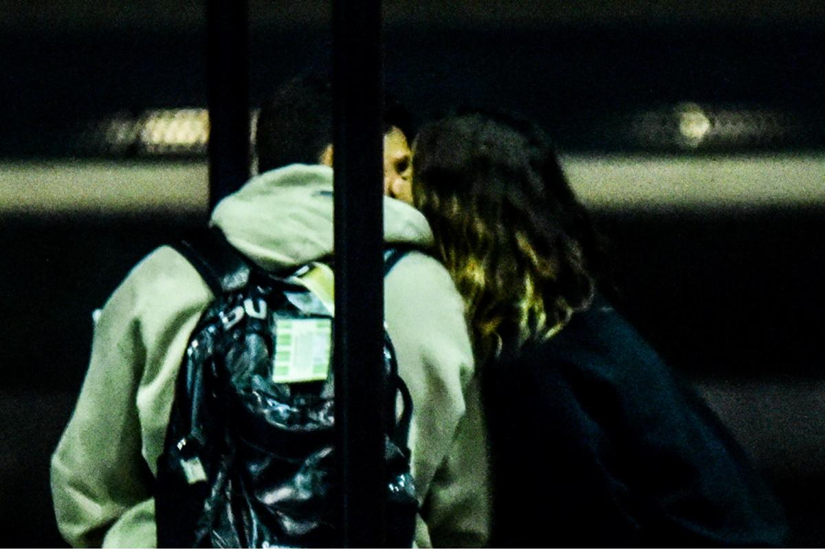 Giovanna Ewbank aos beijos com Gabriel